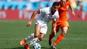 451099730-alexis-sanchez-of-chile-controls-the-ball-agains-daley