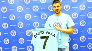 16-David-Villa-holding-still4Cweb